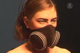 Защитные маски – хит Недели моды в Гонконге