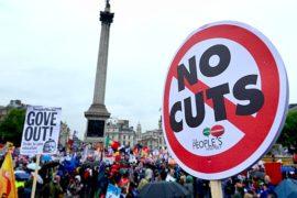 Около миллиона британцев бастуют из-за зарплат