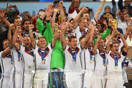 Немцы празднуют победу в футбольном чемпионате