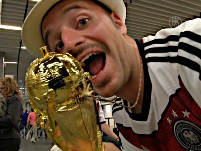 Футбольные болельщики «штурмуют» аэропорт Рио