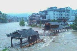 Древний китайский город страдает от наводнения