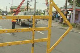 Филиппинцы ремонтируют дома после тайфуна