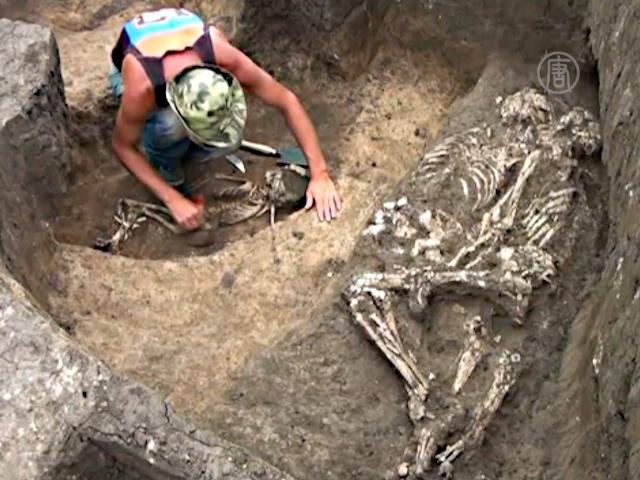 Находка в России: скелеты обнимались 3500 лет