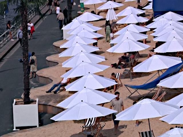 В Париже открылся городской пляж