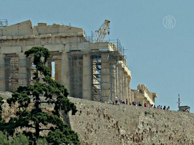 Туристы возвращаются в Грецию