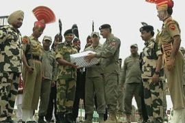 Военные Индии и Пакистана обменялись сладостями