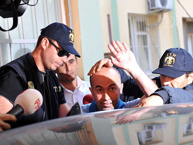В Турции арестовывают полицейских