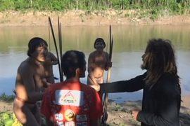 Бразильские туземцы впервые пообщались с людьми