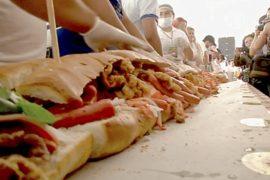 Гигантский сэндвич соорудили в Мехико