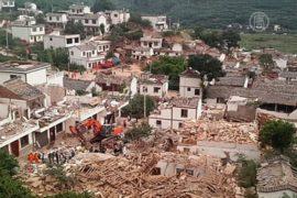 Жертв землетрясения в Китае уже более 380