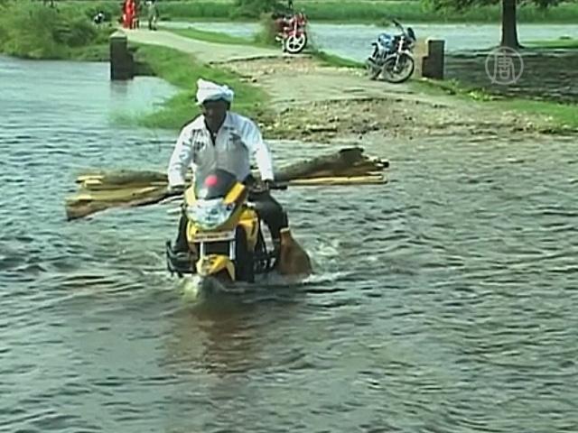 Река Ганг угрожает посёлкам в Индии