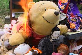 Японцы кремируют старые игрушки