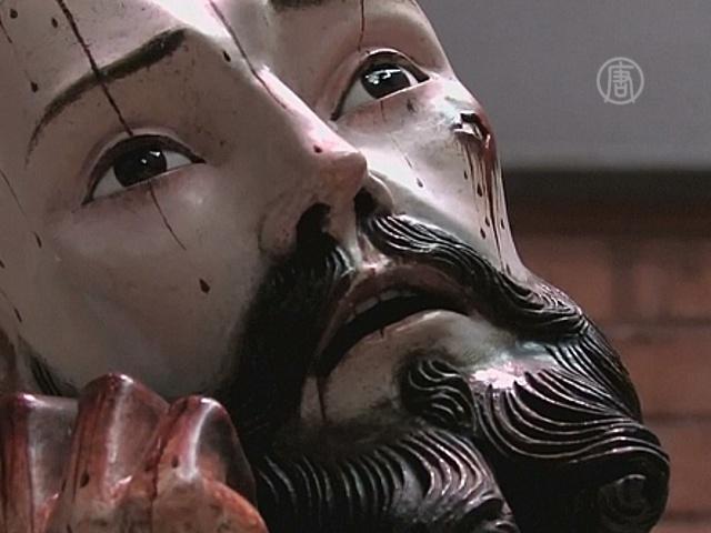 У статуи Христа оказались человеческие зубы