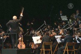 Симфонический оркестр выступил на мосту