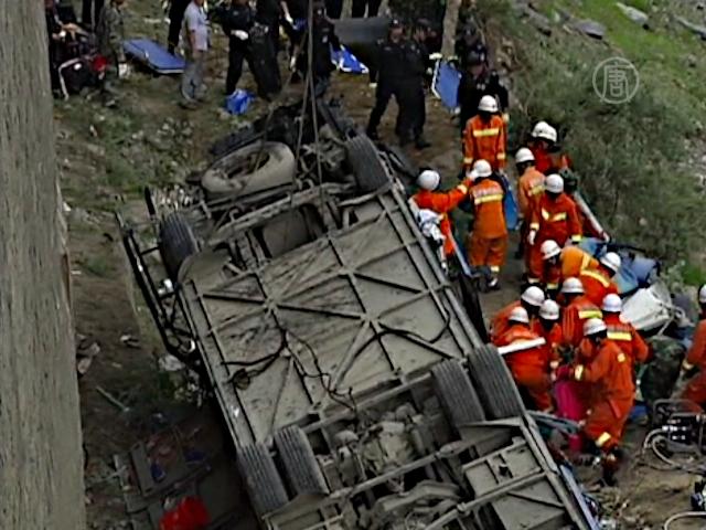 В Тибете упал в пропасть автобус с туристами