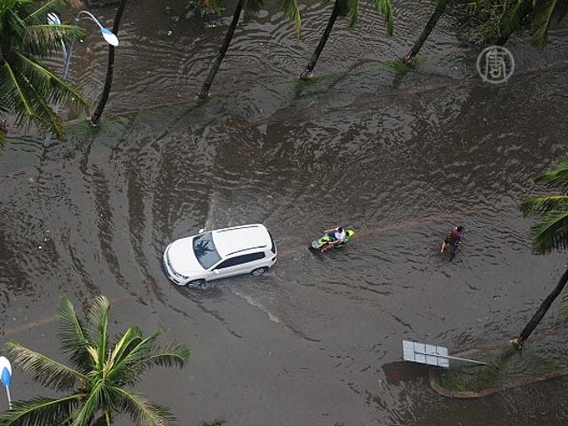 Сильнейшие за 100 лет дожди идут в Китае