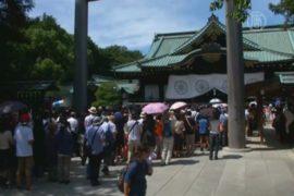 Японцы посещают «неоднозначный» храм