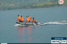 Туристов с затонувшей лодки нашли в море