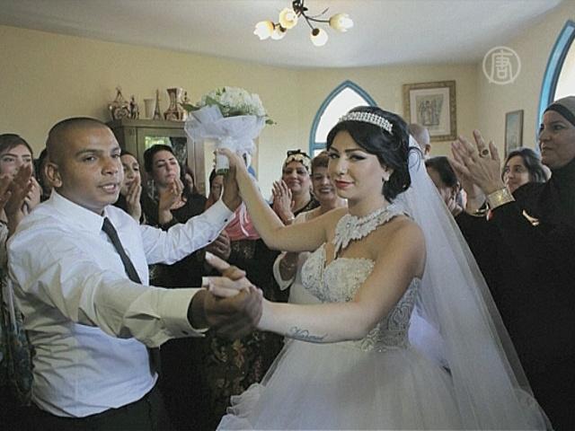 Свадьба еврейки и мусульманина вызвала протесты