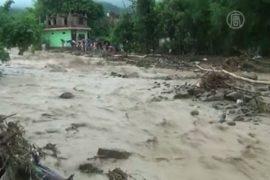 Десятки человек погибли от наводнений в Непале