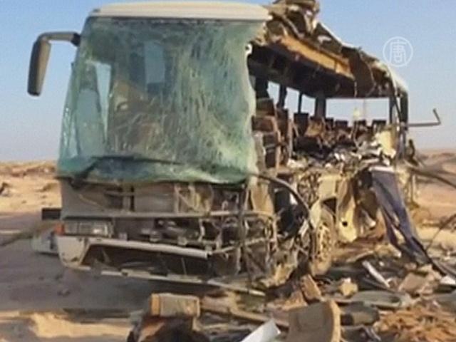Число жертв автобусной аварии в Египте возросло