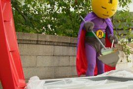 На улицах Токио орудует супергерой-уборщик