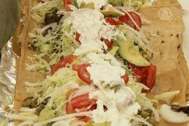 Огромную лепёшку с мясом сделали в Мехико
