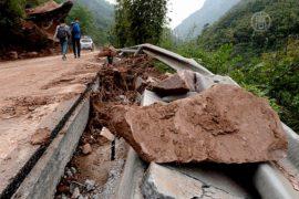 Дожди в Чунцине вызвали наводнения и оползни