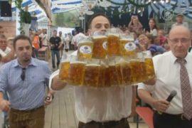 Побит рекорд по переноске кружек с пивом