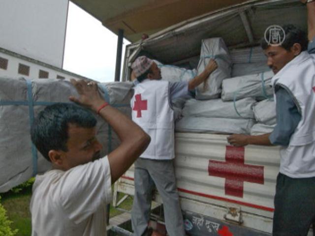 Красный Крест помогает затопленным индийцам