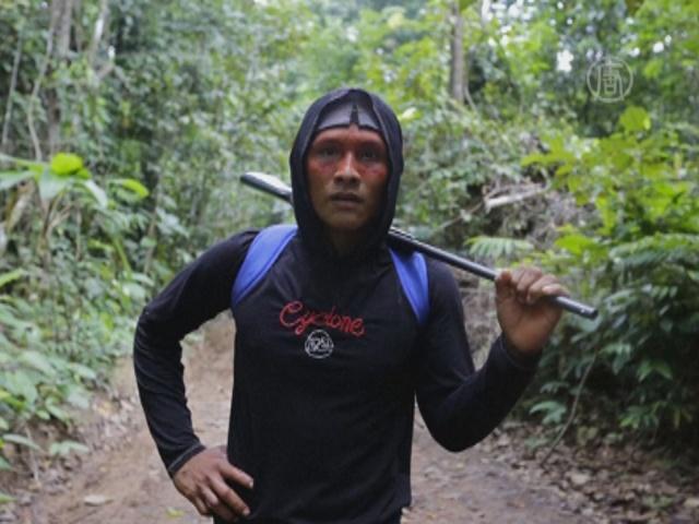 Индейцы Бразилии защищают свой лес с мачете