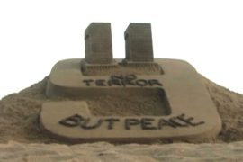 На индийском пляже появился призыв к миру