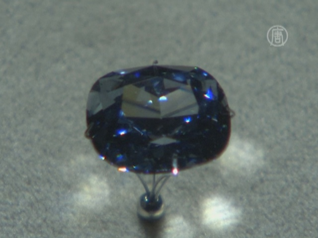 В Лос-Анджелесе показали бриллиант «Синяя луна»