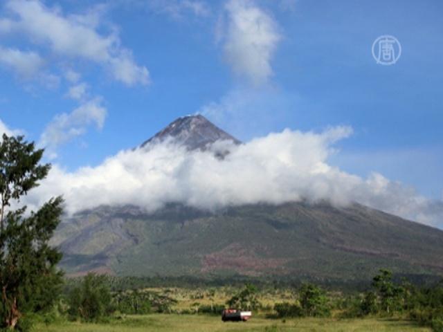 На Филиппинах боятся извержения вулкана Майон