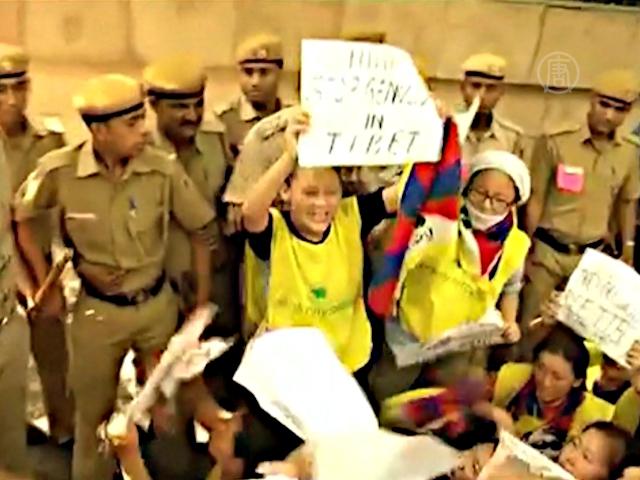 В Индии задержали протестующих тибетцев
