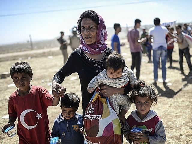 Тысячи курдов Сирии бегут от боевиков в Турцию