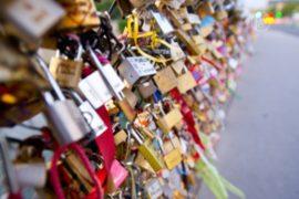«Замки любви» больше не смогут вешать в Париже?