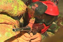 Афганцы играют в пейнтбол, ратуя за мирную жизнь