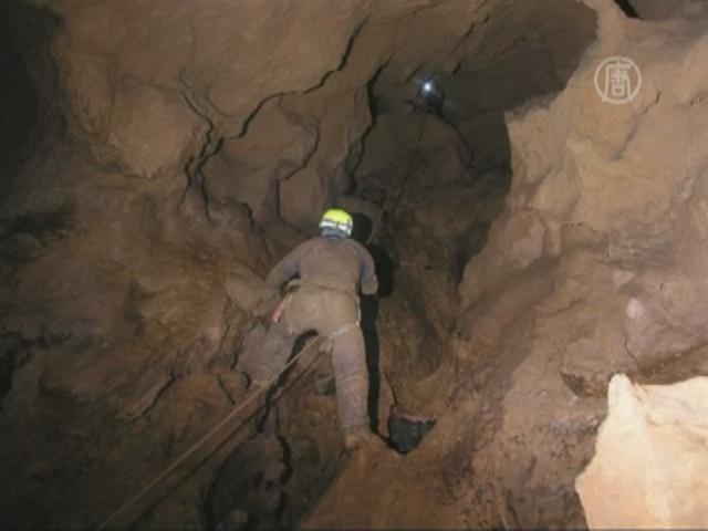 В Перу продолжают спасать испанского спелеолога
