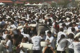 Более 4000 студентов подрались подушками в США