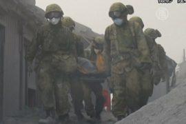 На вулкане Онтакэ продолжают искать пропавших