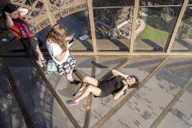 Эйфелеву башню оснастили прозрачным полом