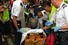 Люди в масках напали на протестующих в Гонконге