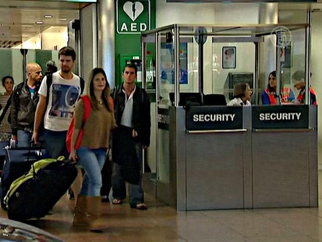 Бельгия начинает проверять авиапассажиров на Эболу