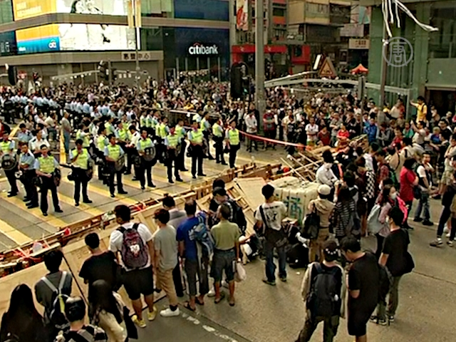 После стычек в Гонконге ждут переговоров
