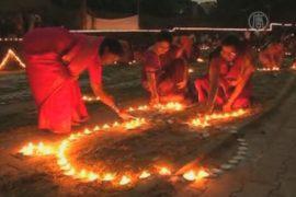 Индийский город озарили 50 тысяч свечей