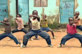 Дети в Уганде учатся кунг-фу, чтобы сниматься в кино
