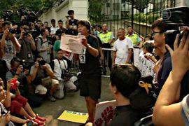 Протестующие пришли к резиденции главы Гонконга