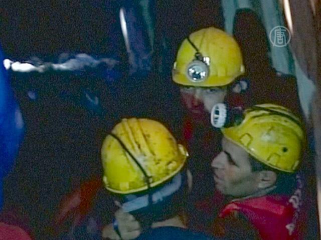 В Турции спасают горняков, оказавшихся под завалом