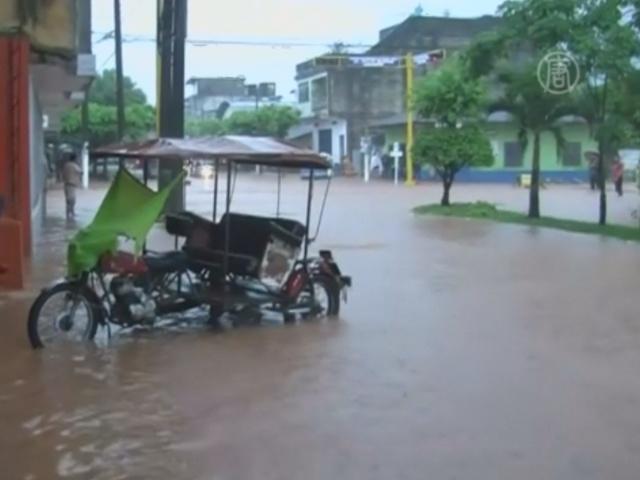 Наводнение в Перу затопило дома и школы